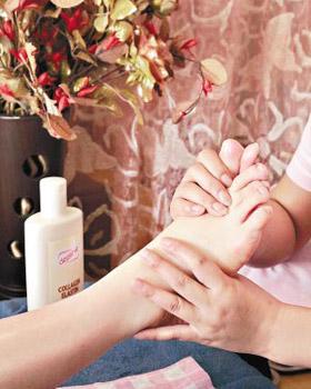 橄榄油按摩细致脚部肌肤